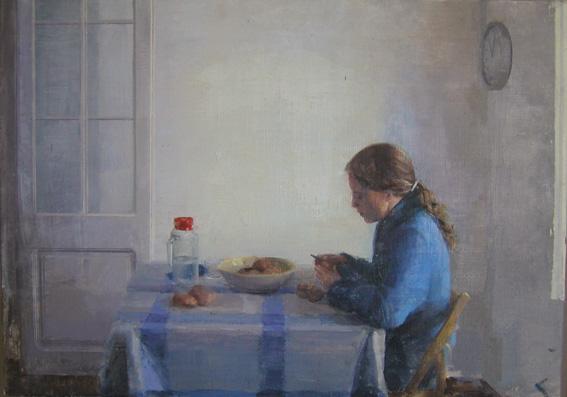 peladora-de-patatas-mujer-sentada-mesa-cocinando-alejandra-caballero